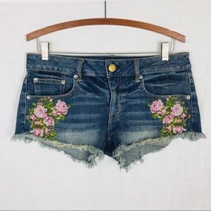 American Eagle wedgie shorts 6 embroidered stretch